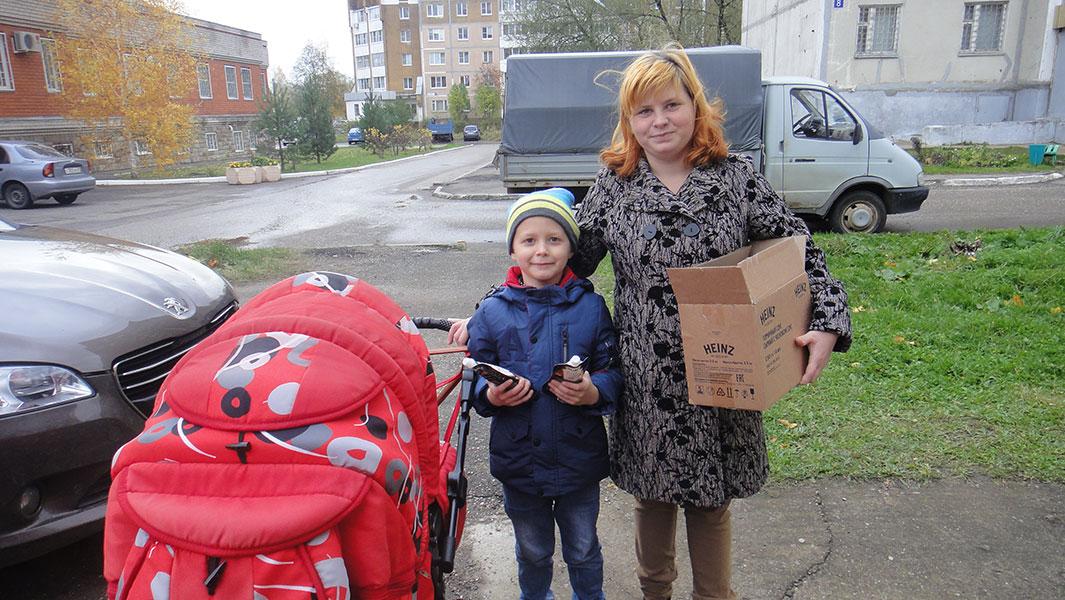 Раздача соусов в Удомельском благочинии