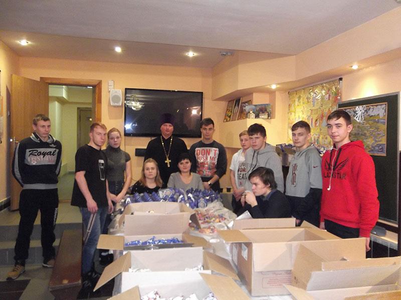 28 декабря в Князь-Владимирском соборе г.Удомля состоялась фасовка детских Рождественских подарков