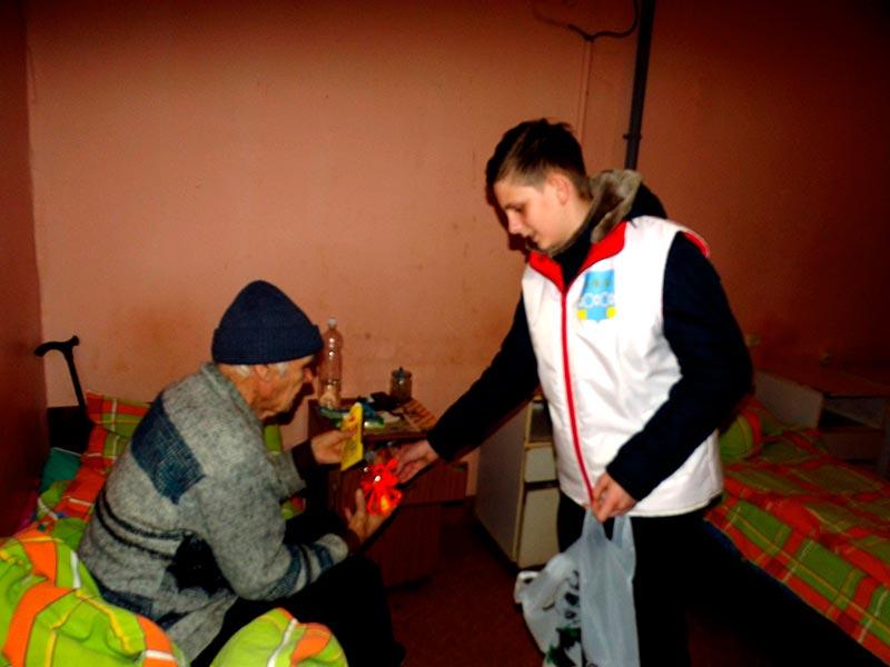 Посещение центральной больницы п. Максатиха волонтерами молодежного отдела