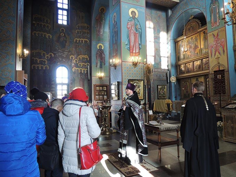 Фасовка народных обедов в Князь-Владимирском соборе г.Удомля