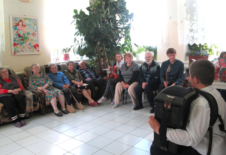 Ученики Весьегонской воскресной школы организовали благотворительный концерт для насельников Дома-интерната с. Кесьма