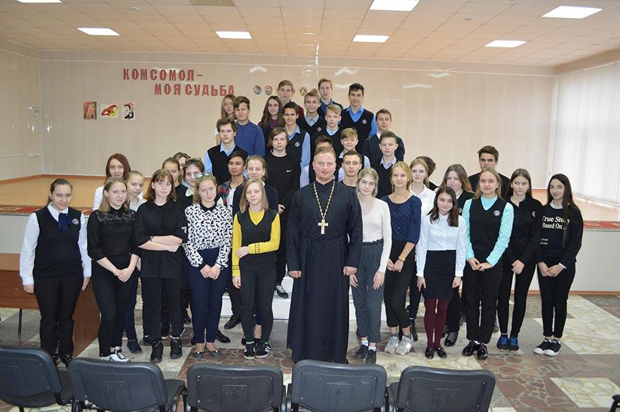 Священники Удомельского благочиния посетили Удомельские школы