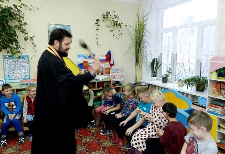 Благочинный Максатихинского округа совершил чин освящения детского сада в п. Максатиха