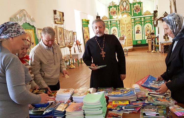 В г. Весьегонск прошла благотворительная акция «Собери ребенка в школу»