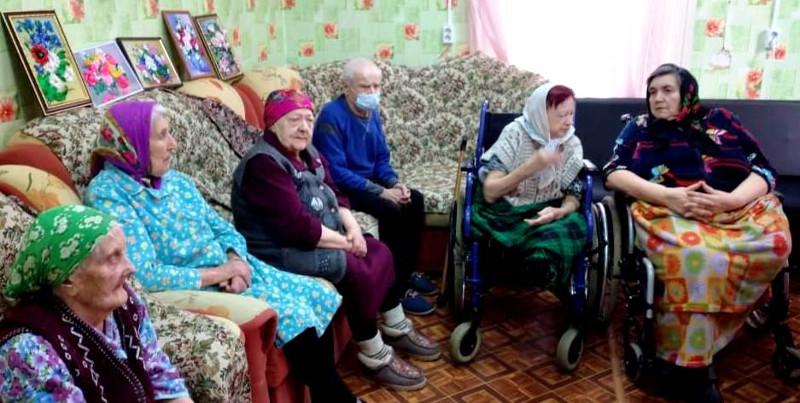 Клирик Краснохолмского благочиния посетил ГБУ «Комплексный центр социального обслуживания населения» г. Красный Холм