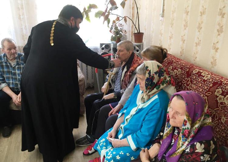 Благочинный Краснохолмского округа посетил Дом-интернат для престарелых и инвалидов д. Кузнецково Молоковского района