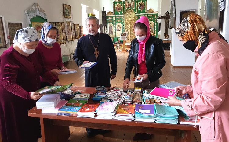 Благотворительная акция «Собери ребенка в школу» в Троицкой церкви г. Весьегонск