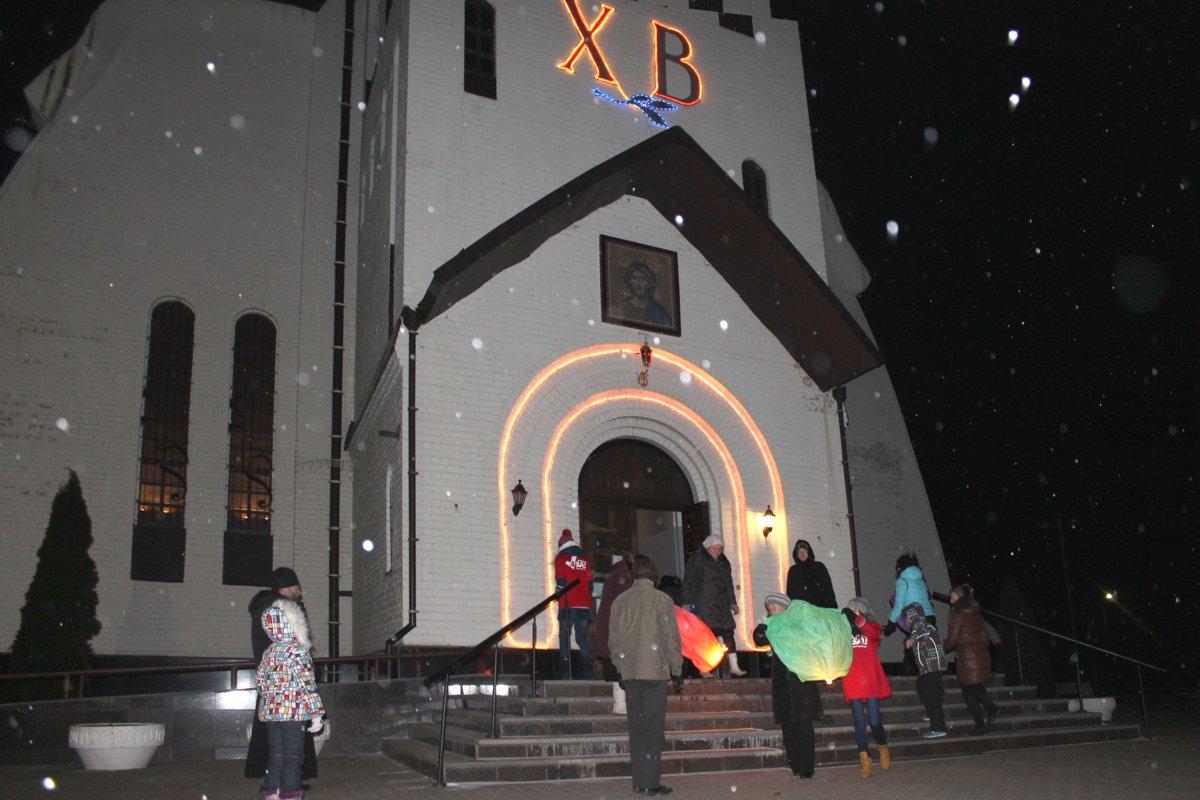 Небесные фонарики в память о нерожденных младенцах